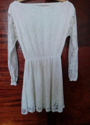 Белое гипюровое платье с рукавом