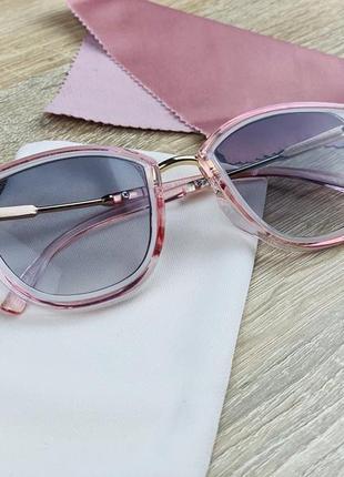 Стильные женские розовые солнцезащитные очки с градиентом