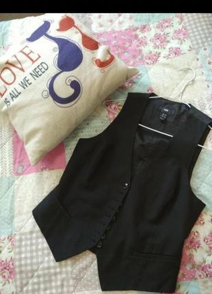 Жилетка черная h&m размер s rn брендовая