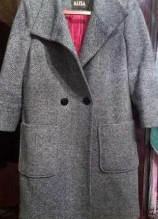 Женское стильное пальто.