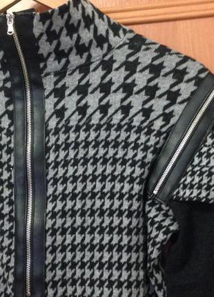 Крутой дизайнерский джемпер sogo с вставками из кожзама на молниях