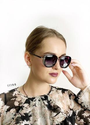 Стильные солнцезащитные очки к.11198