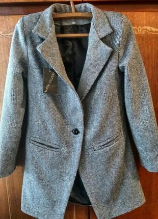 Стильное весеннее пальто из твида