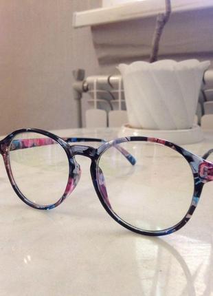 Модные имиджевые очки в оригинальной оправе