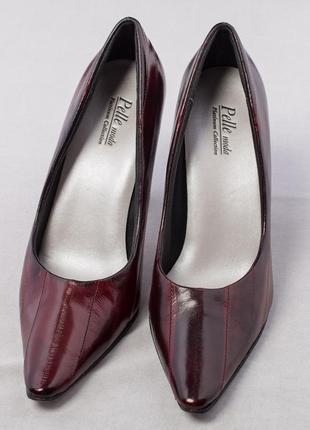 Sale 50%  туфли лодочки на среднем каблуке с острым носом бордовые мягкие.