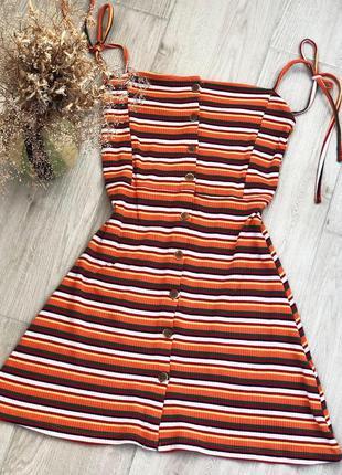 Яркое летнее полосатое платье в рубчик