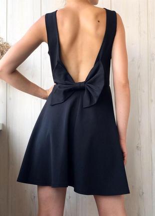 Чёрное вечернее платье с красивой спинкой