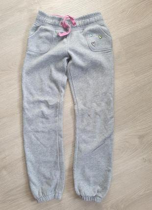 Спортивные плотные штаны на 7-8 лет