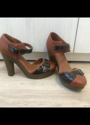 Туфли на каблуке коричневые 37рр