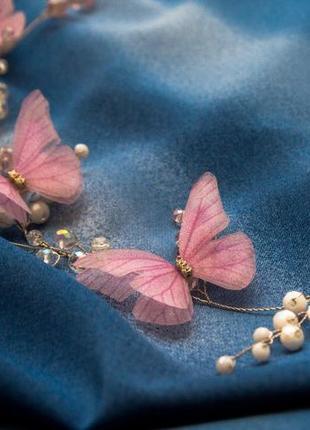 Веточка с бабочками