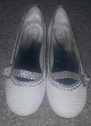Оригинал.новые,фирменные,кожаные туфли-балетки-лодочки kess