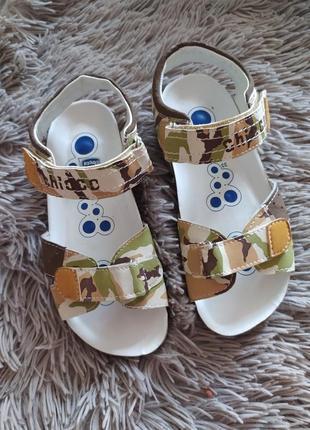 Босоножки сандалии chicco