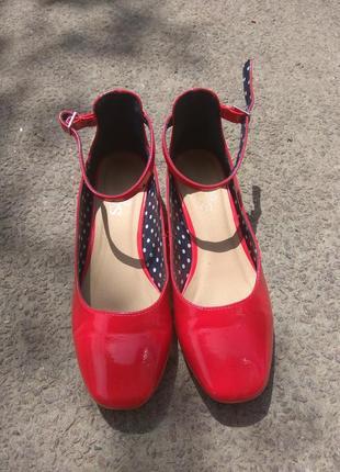 Туфли на каблуке красные лаковые 35,6 размер
