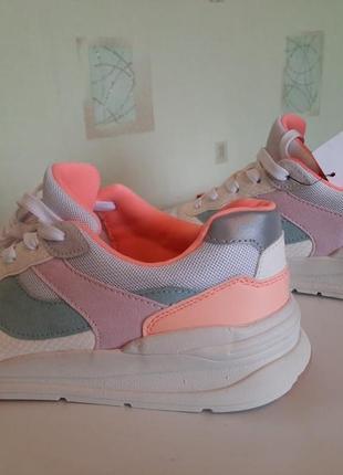 Нові кросівки фірми h&m
