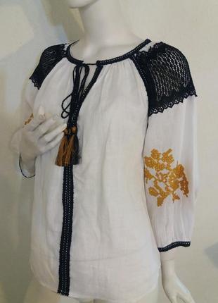 Блуза льняная с вышивкой крестиком и кружевом.