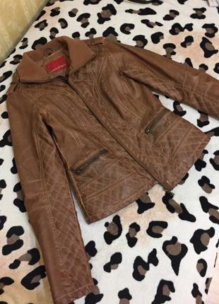 Стильна куртка з pu шкіри відомої італійської марки
