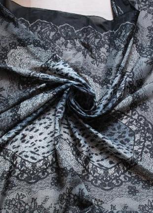 Шелковый платок интересной расцветки