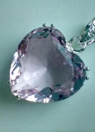 Восхитительный кулон с кристаллом в форме сердца