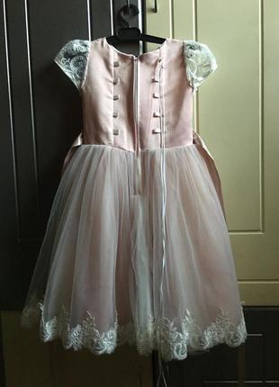 Платье нарядное для девочки 3-4 годика