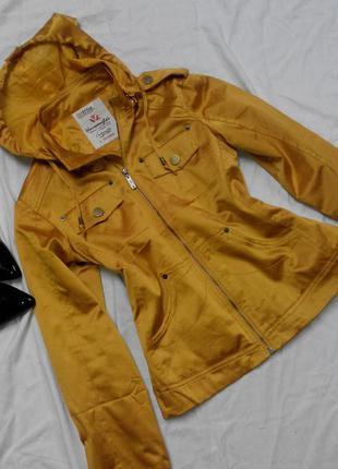 Легенька куртка вітровочка