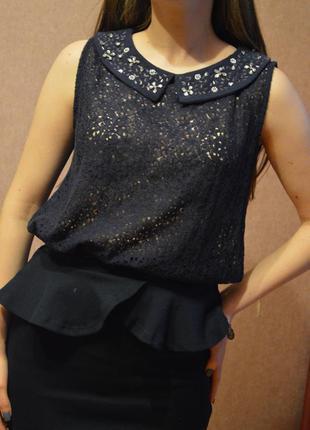 Блуза с вышитым воротником