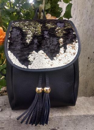 Чёрный кожаный рюкзак  украшен паетками италия