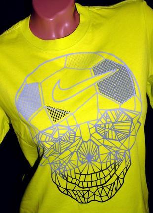 Nike шикарная яркая футболка -унисекс - s - m- l
