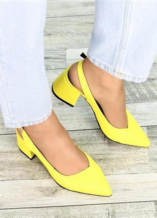 Шикарні яскраві босоніжки туфлі