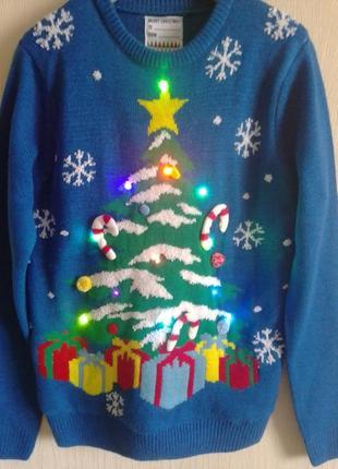 Новогодний свитер с гирляндой