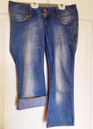 Стильные голубые джинсы, капри, бриджи gucci. размер-27. s-м.