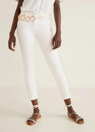Актуальные белые джинсы скинни skinny 34, mango, моделирующие фигуру