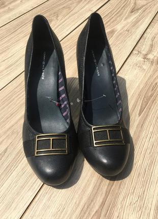 Tommy hilfiger стильные актуальные туфли винтаж тренд оригинальные