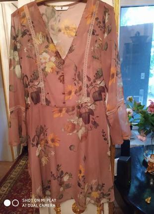 Очень нежное и красивое платье в цветочный принт