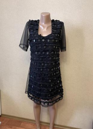 Платье с паетками и сеткой