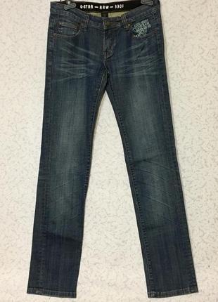 Стильные прямые джинсы