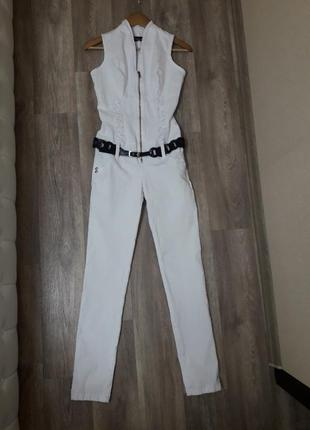 Белый джинсовый комбинезон