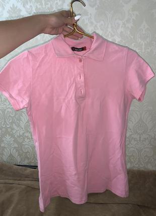 Розовое поло футболка