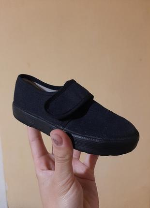 Тапочки, кедики, літнє взуття