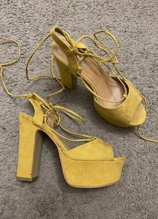 Босоножки, желтые босоножки , босоножки на завязках , босоножки на высоких каблуках