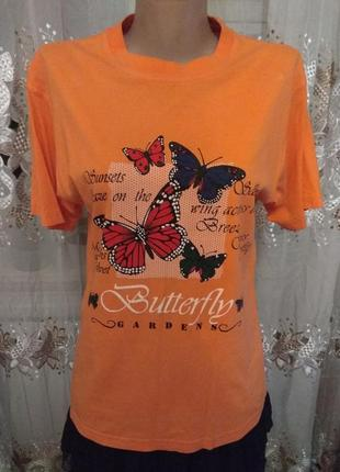 Оранжевая футболка с бабочками з метеликами