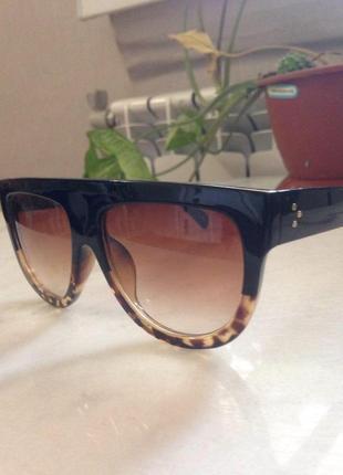 Шикарные солнцезащитные очки в роговой оправе,привезены из итвлии.