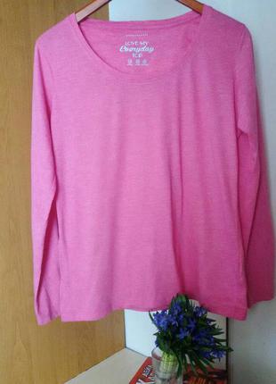 Яркая кофточка модного розового цвета