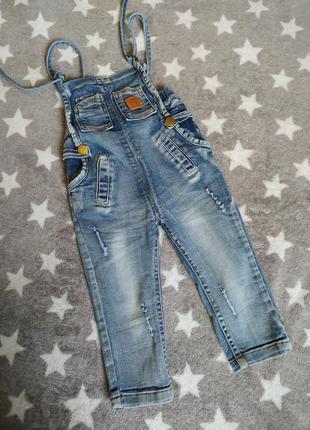 Замечательный джинсовый комбинезон для девочки.