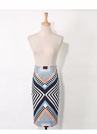 Стильная юбка миди с геометрическим принтом по фигуре
