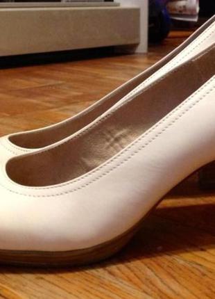 Кожаные туфли tamaris