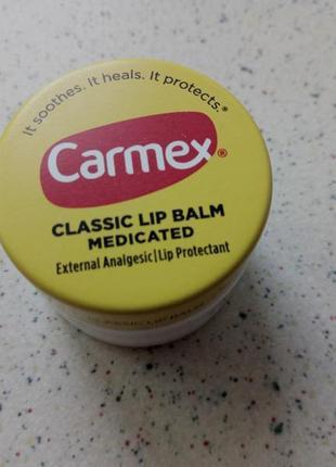 Чудо-бальзам для губ carmex классический в баночке. оригинал
