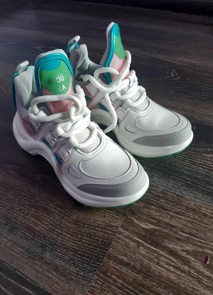 Оригінальні кросівки еко шкіра 39 розмір