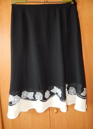 Натуральная расклешенная юбка с украшением