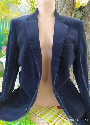 Очень красивый темно синий вильветовый пиджак