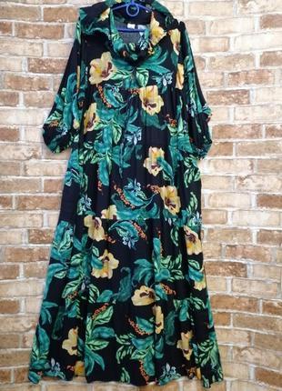 Длинное платье ярусами с капюшоном в стиле бохо